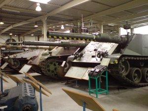 WTSi tankisaal: esiplaanil kahetorune katsetank