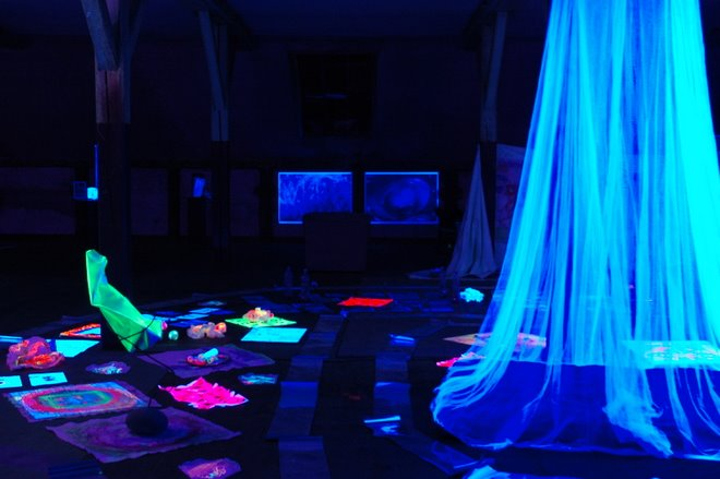 Installation Blacklight in Kunstfabrik Mollis with more then 100 Childrens